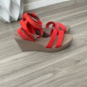 Crocs Leigh Wedge Sandal